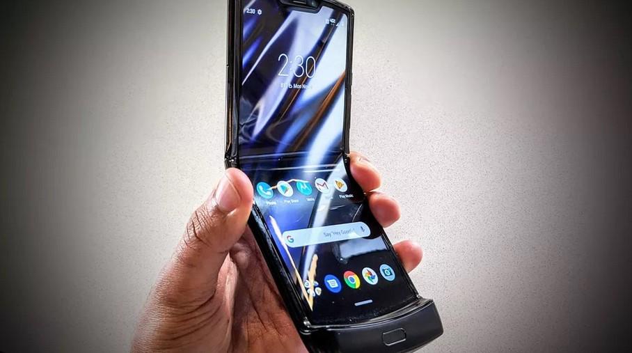 Desain Motorola Razr 2019 (CNET)