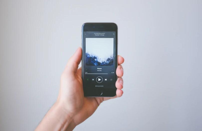 Aplikasi pemutar musik iPhone (Unsplash)