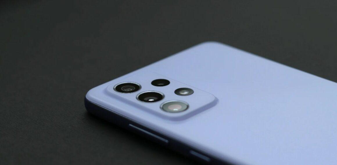 Desain belakang Galaxy A72 (SamMobile)